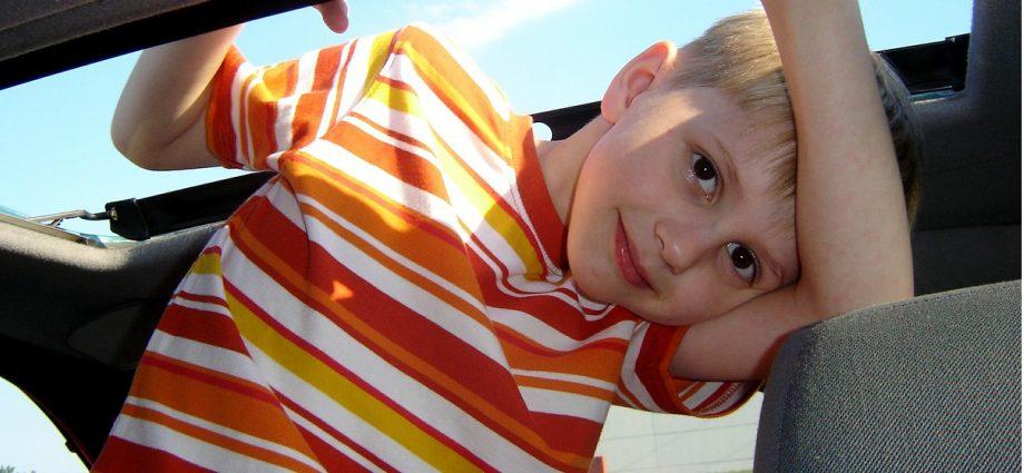 Czy przewożenie dzieci w podstawce samochodowej jest bezpieczne?