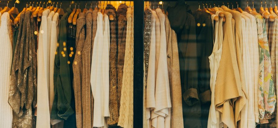 Dlaczego warto kupować ubrania w sieci?